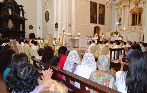 Misa Crismal en Moquegua Oficiada por el Nuncio Apostólico Mons. Nicola Girasoli