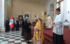 condecoración a Canonesas de la Cruz en Tacna